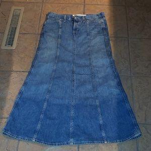 Gap Jeans Denim Maxi Skirt. Boho festival, size 4